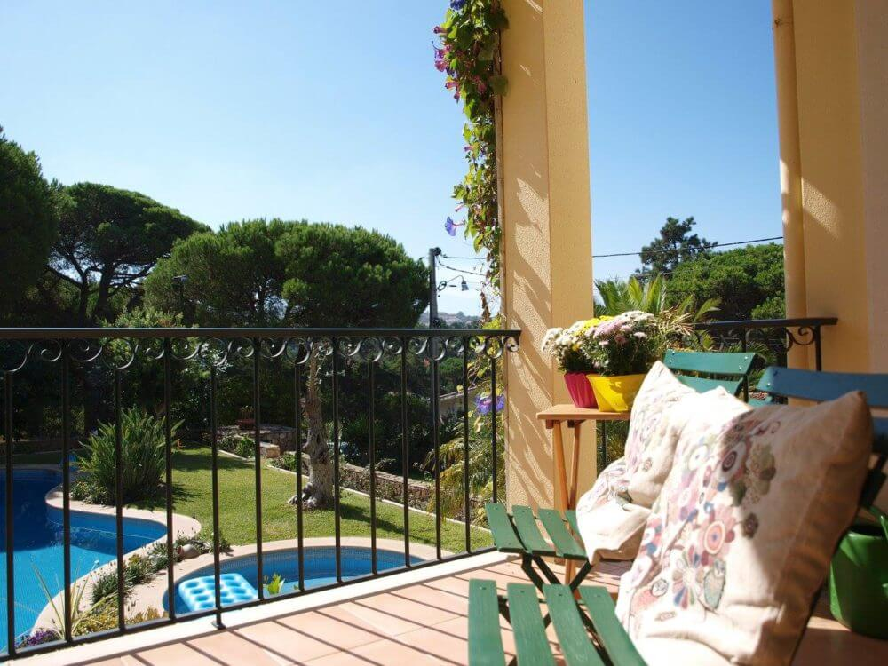 In our holiday house, all rooms and suites have a large balcony overlooking the swimming pool