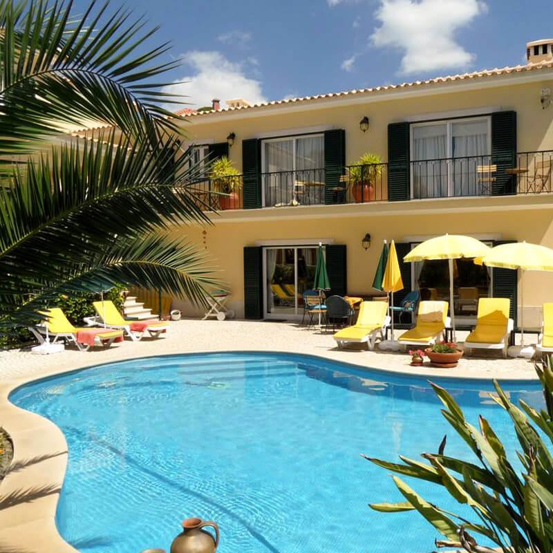 The garden of Vila de Sol has a 12m long swimming pool