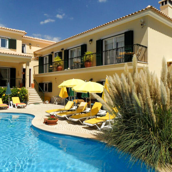 Spend a memorable vacation with your family and friends by the pool